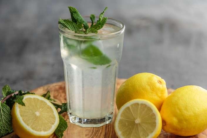 acqua e limone frizzante vino analcolico